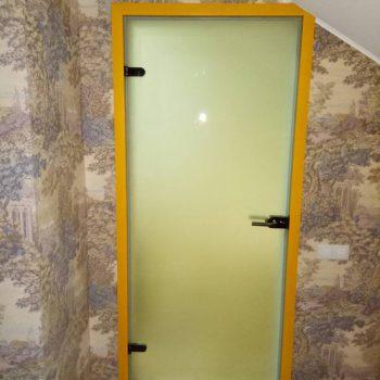 Межкомнатная дверь в алюминиевой коробке