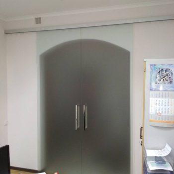 Раздвижные двери с доводчиками