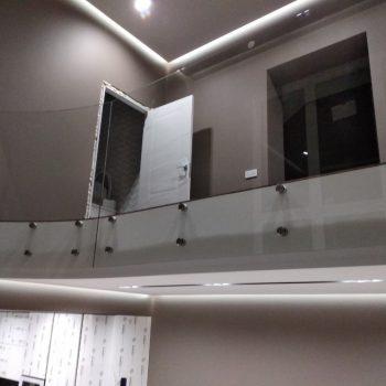 Ограждение атриума из стекла